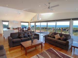 TamO'Shanter Views  Stunning beach house  Tasmania - Beauty Point vacation rentals