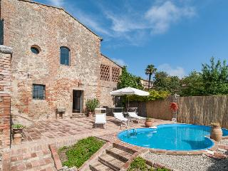 Lovely Villa with Internet Access and Dishwasher - San Giovanni d'Asso vacation rentals
