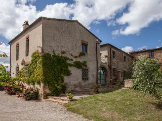 Lovely 5 bedroom House in San Giovanni d'Asso - San Giovanni d'Asso vacation rentals