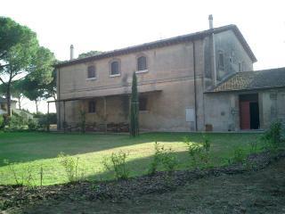 4 bedroom Villa in Grosseto, Near Braccagni, Grosseto, Italy : ref 2259066 - Braccagni vacation rentals