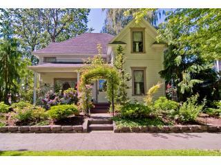 Clara\'s Cottage:  A 1901 Victorian Home - Clara's Cottage:  Affordable Wine Country Get-Away - Walla Walla - rentals