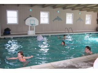 kids at pool 1.JPG - Dove Winds near beach with indoor pool and hot tub - Chincoteague Island - rentals