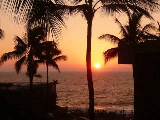 Sunset from this lanai - Sun in winter orientation - OCEANFRONT COMPLEX W/OCEAN VIEW & NEWLY REMODELED - Kailua-Kona - rentals