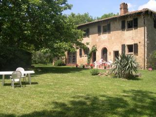 Casa San Mario and its secluded garden - Volterra vacation rentals
