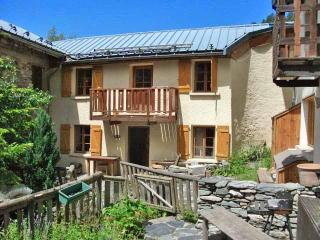 3 bedroom chalet in French Alps - Aime vacation rentals