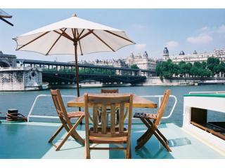 1 Bedroom Vacation Rental at Bateau Simpatico in Paris - Paris vacation rentals