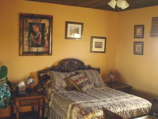 Bedroom Safari Lodge - Safari Lodges at Jungle Cat World - Orono - rentals