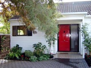 Red Door Cottage - Peaceful City Haven - Kaiapoi vacation rentals