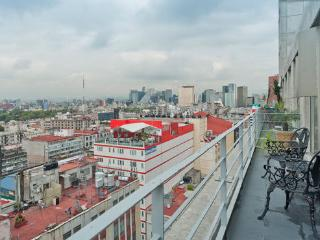 Historic Center/Reforma Balcony AC Airport Service - Mexico City vacation rentals