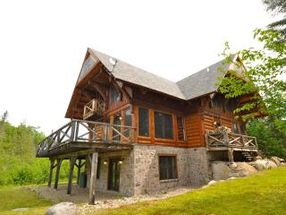 March Specials 5 bdr Log cabin Mont Tremblant - Lac-Superieur vacation rentals