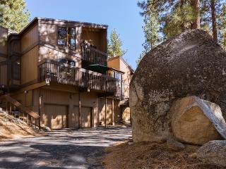 Hot Tub, Wi-Fi, Foosball, Tennis,-Sleeps 10, 9 beds, - Stateline vacation rentals