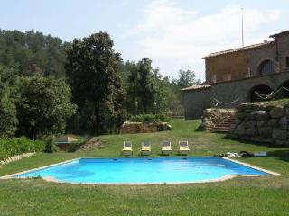 El Munt with indoor & outdoor pool, ping-pong, basketball, football and play area - Castellbell i el Vilar vacation rentals