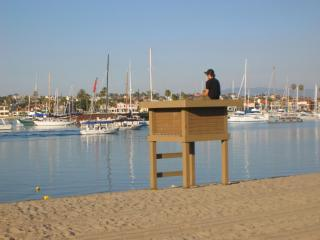 Lifeguard Stand Mothers Beach in Front - Lux Newport Beachfront Rental Casa de Balboa 227 - Newport Beach - rentals