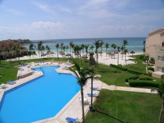 Villas del Mar 3 or 4 bedroom Penthouse Pura Vida - Puerto Aventuras vacation rentals