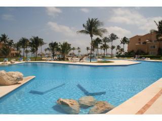 Villas del Mar 3 or 4 bedroom Penthouse Pura Vida - Puerto Aventuras vacation rentals