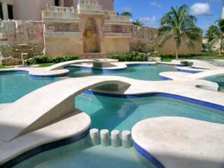 Mayan Waters - 2 or 3 bedroom oceanfront penthouse - Puerto Aventuras vacation rentals