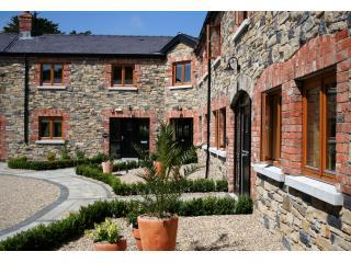 Decoy Country Cottages Courtyard Garden - Decoy Country Cottages - The Stables - Navan - rentals
