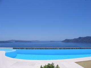 View towards the see and volcano, directly from one of the rooms in East Canava villa section.. - Grand Canava Villa Oia, Caldera View, Private Pool - Oia - rentals