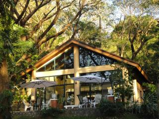 Gorgeous House in Batangas with Internet Access, sleeps 16 - Batangas vacation rentals