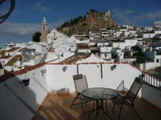 Roof terrace with hammock, table, chairs and views - house in lovely village near el caminito del rey - Ardales - rentals