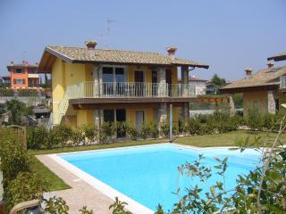 Lovely Moniga del Garda vacation Apartment with A/C - Moniga del Garda vacation rentals
