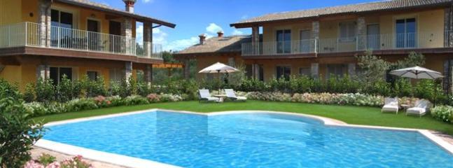 Lovely Condo with Internet Access and Dishwasher - Moniga del Garda vacation rentals