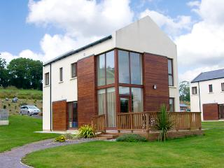 3 CASTLE QUAY, family friendly, with a garden in Kinsale, County Cork, Ref 2685 - Kinsale vacation rentals