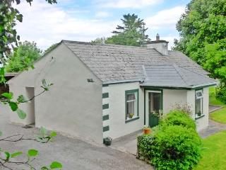 CNOC DUBH COTTAGE, family friendly, country holiday cottage, with open fire in Kiltimagh, County Mayo, Ref 3881 - Kiltimagh vacation rentals