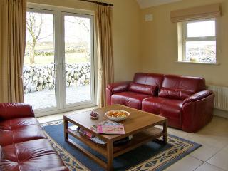 DOLMEN COTTAGE, pet friendly, country holiday cottage, with a garden in Kilfenora, County Clare, Ref 3904 - Kilfenora vacation rentals