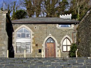 THE OLD SCHOOL HOUSE, family friendly, character holiday cottage, with a garden in Pwllheli, Ref 3857 - Pwllheli vacation rentals