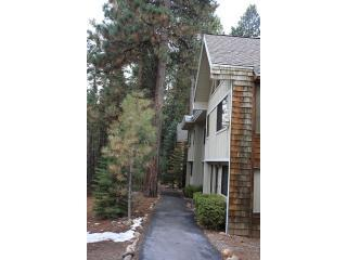 Front entry - Charming and Affordable Incline Village Condo - Incline Village - rentals