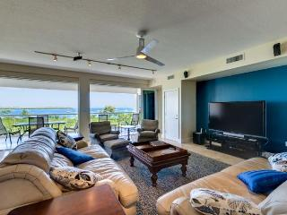 Luxurious oceanfront villa!  525 Mariners Club - Key Largo vacation rentals