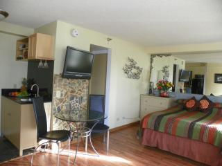 bed,dinner table,kitchentte.JPG - Awesome Studio,Great Location,Huge Saving! - Honolulu - rentals