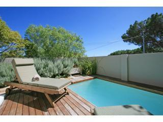 1-web - Dunkeld Village, 3 bed townhouse with small garden - Camps Bay - rentals
