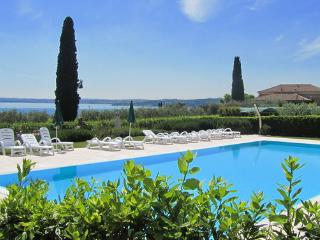 CorteFerrari:2Bdr. Standard,pool, lakeview,balcony - Moniga del Garda vacation rentals