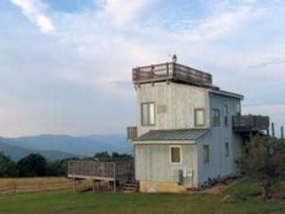 BucksElbow Exterior1-Lg - Skyline Crest Mountain cottage - 360 view - Crozet - rentals