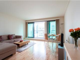 Waterfront Views MoLi Dockland 2Bed/2 Bath Apt - London vacation rentals