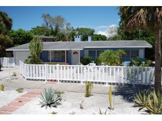Cortez Cottage: minutes walk to Siesta Beach - Siesta Key vacation rentals