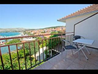 01112OKRG A4(2+1) - Okrug Gornji - Island Ciovo vacation rentals