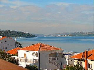 01112OKRG A2(4) - Okrug Gornji - Island Ciovo vacation rentals