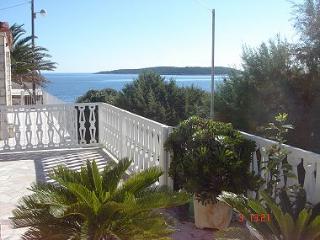 001VMIL  A2(2+2) - Milna (Vis) - Milna (Vis) vacation rentals
