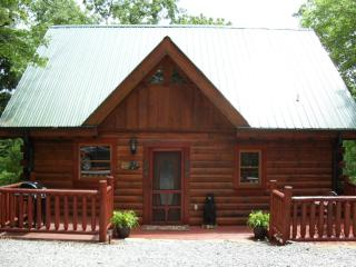 """GOTTA HAVE FAITH"" - Cozy, Secluded and ""Home"" - Pigeon Forge vacation rentals"