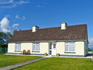 JEREMIAH'S COTTAGE, family friendly, with a garden in Killorglin, County Kerry, Ref 3924 - Killorglin vacation rentals