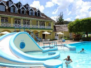 Ocho Rios 1 Bed Apt free wi/fi Cable, Housekeeper, Bar & Spa on property - Ocho Rios vacation rentals