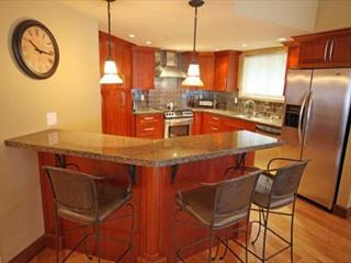 A 3 Bedroom Spacious Condo in Whistler with Private Hot Tub - Lynx 306 - Whistler vacation rentals