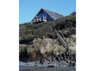 Oregon Coast Oceanfront  Windside Cottage Newport - Newport vacation rentals