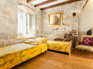 Cozy Apartment Old Town Center - Split vacation rentals