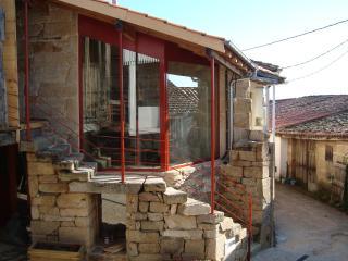 Holiday  cottage in the Ribeira Sacra. Sleeps 4. - Nogueira de Ramuin vacation rentals