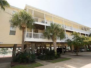 Lovely Condo with Deck and Microwave - Destin vacation rentals
