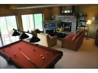 Book 3 nights, get 4th night free!  4BR Chalet-Hot Tub, Billiards, Fire Pit - Swanton vacation rentals